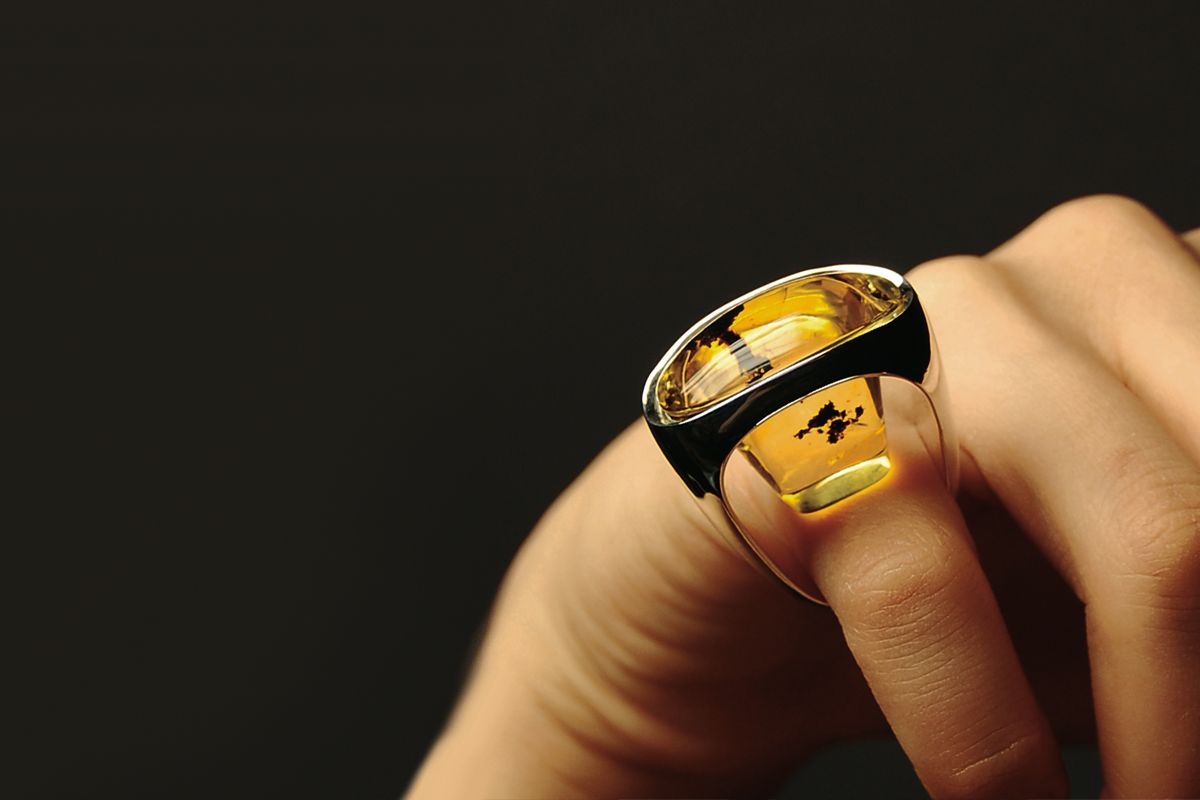 RING silver amber_design by Agata Krawczyk_ACADEMY OF FINE ART GDANSK